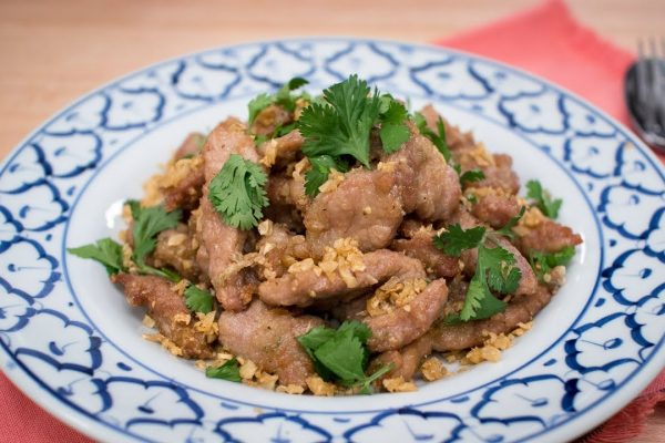 fried pork with garlic and black pepper